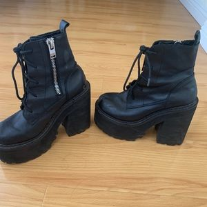 UNIF Shoes - *USED* UNIF CHOKE BOOTS